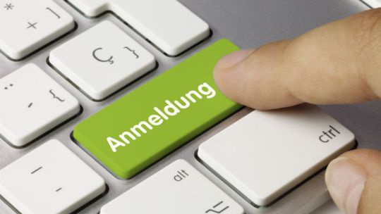 Computertastatur mit Anmelde-Button